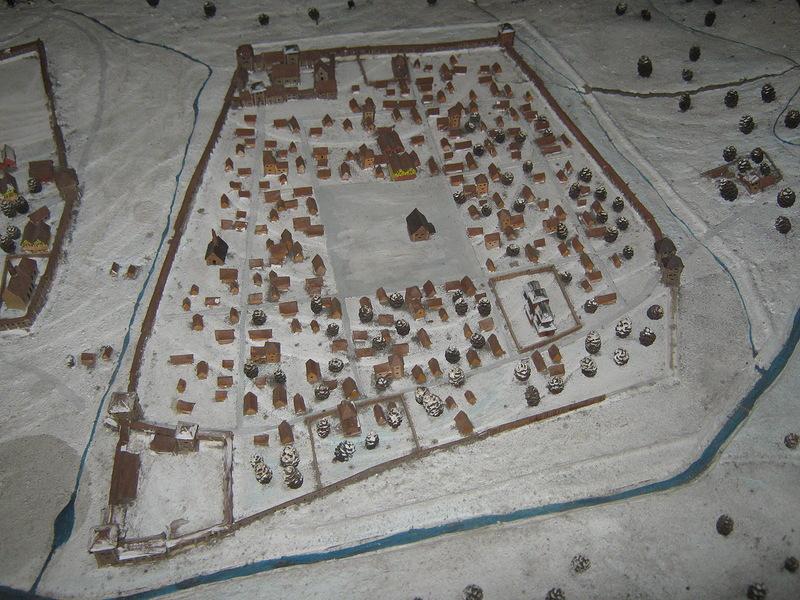 А праворуч – нова частина міста, яка розвивалася і з часом і стала безпосередньо Львовом, перетворивши стару частину на Жовківське передмістя тут уже по центру – сучасна площа Ринок.