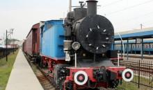 Виставка старих поїздів на приміському вокзалі Львова