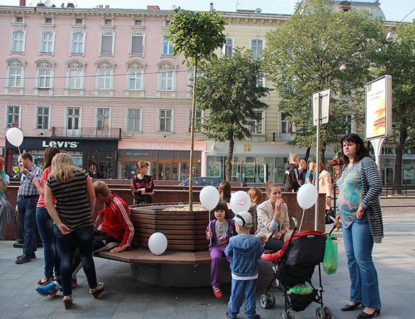 Сквер активістів на Галицькій