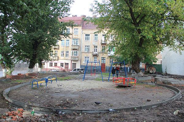 """Ще один проект """"Липневої"""" - облаштування двориків"""
