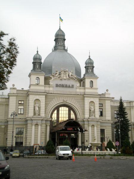Відправна точка подорожі - головний львівський залізничний вокзал.