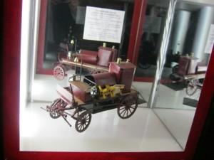 Багато чудових макетів пожежних автівок різних часів.